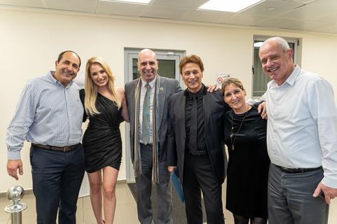 """האומנים המשתתפים עם מנכ""""לית הרשת"""