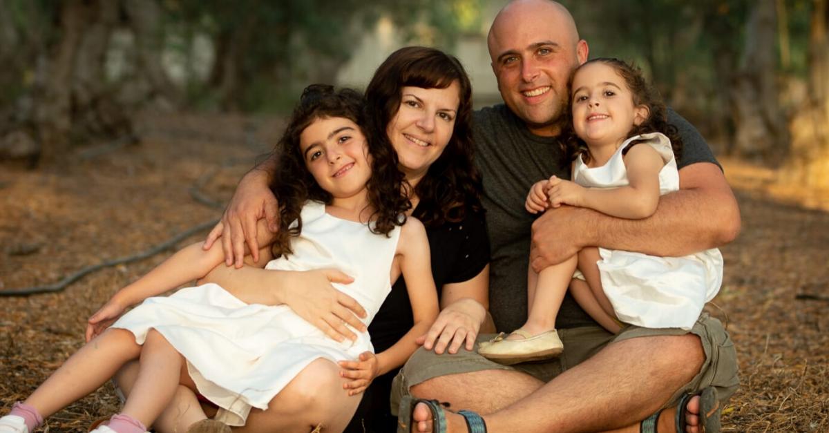 """נורית ישי ז""""ל עם בעלה עמית והילדים"""