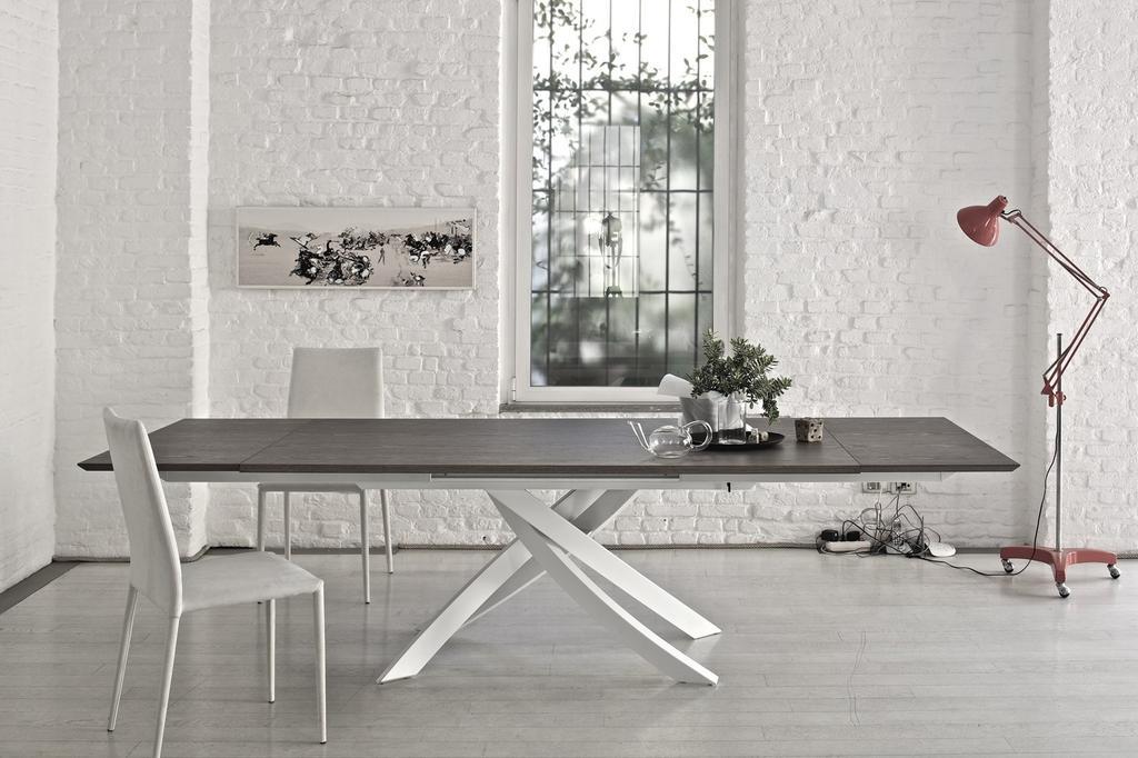 """שולחן ARTISTICO אליתה ליוינג, המותג בונטמפי, הפוקוס ברגלי שולחן. יח""""צ"""