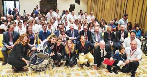 חברי הנבחרת הישראלית עם הנשיא ריבלין   צילום: סנאפ המרכז לצילום חברתי