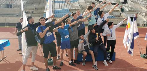 נבחרת האתלטיקה של רמון. אלופים | צילום: באדיבות עיריית הוד השרון