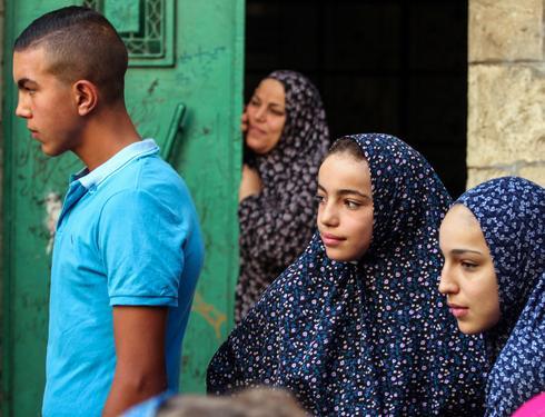 ילדות בחליפות תפילה ירושלים העתיקה, 2017. צילום: יורם ביברמן
