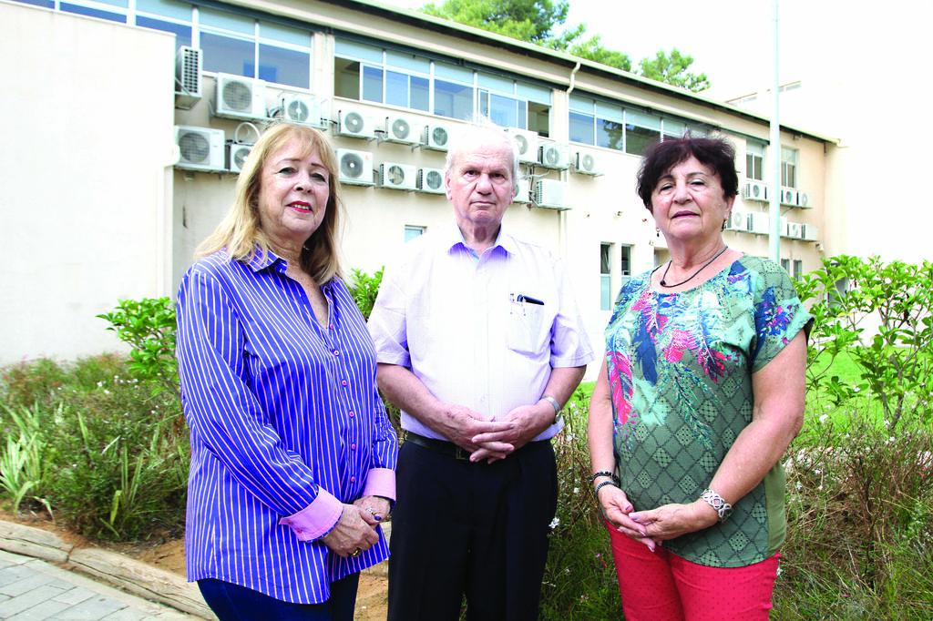 הבוגרים תמי פרלמן, (משמאל), יצחק בן ארי ודליה סמוראי