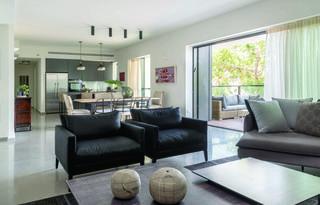 דירת קבלן די בסיסית ששודרגה. עיצוב של דניאלה דנור. צילום: סוזי לוינסון