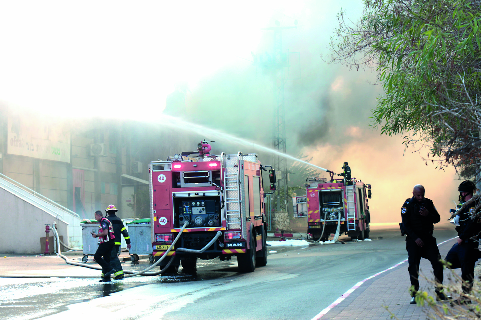 השריפה במחסן הולנדיה   צילום: תומר שונם הלוי
